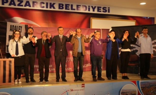 """Pazarcık'ta """"Dikkat Aile Var"""" İsimli Tiyatro Gösterisi Düzenlendi"""