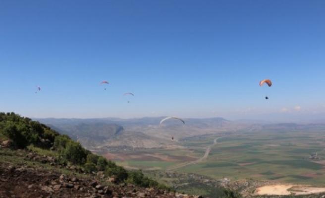 Pazarcık'ta Yamaç Paraşütü Düzenlendi