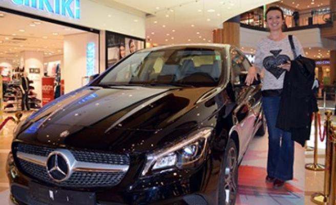 Piazza'dan Yaptığı Alışveriş Mercedes Kazandırdı