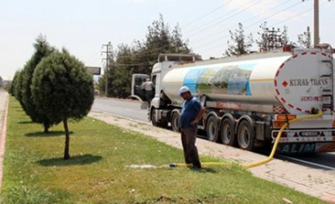 Refujler Tankerle Sulanıyor