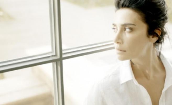 """Sıla,  """"Yeni Ay"""" Albümünün İkinci Video Klibini  """"Yabancı"""" Şarkısına Çekti"""