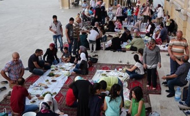 Suriyelilere Kardeşlik İftarı