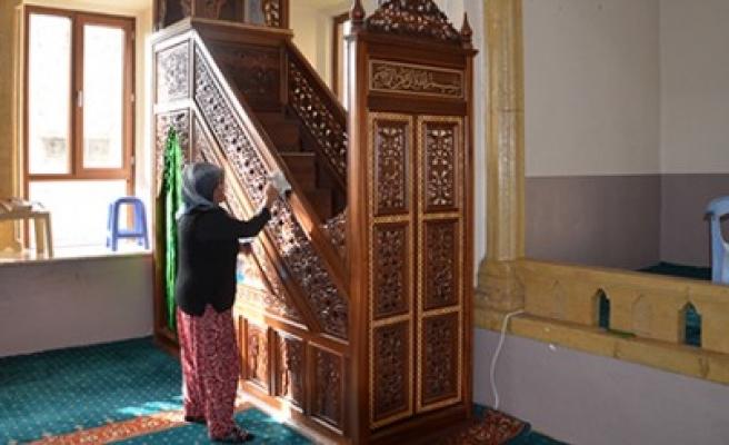 Türkoğlu'nda Camiler Temizleniyor