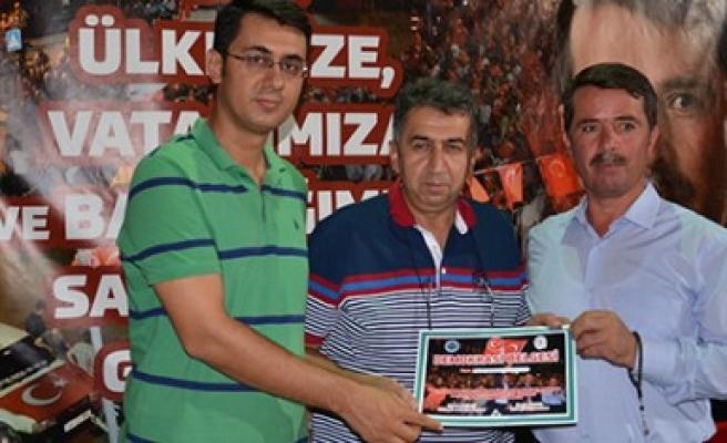 Türkoğlu'nda Demokrasi Belgesi Verildi