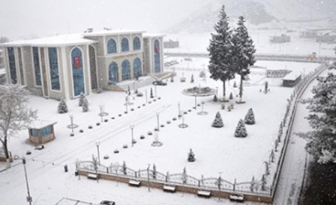 Türkoğlu'nda Kartpostallık Kar Manzaraları