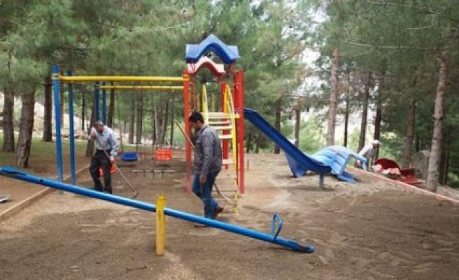 Türkoğlu'nda Parklar Düzenleniyor