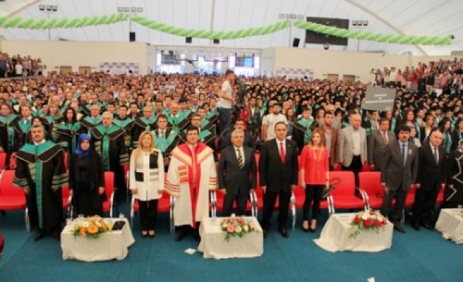 Zirve Üniversitesi'nde Mezuniyet Coşkusu