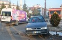 Hafif Ticari Araçla Çarpışan Otomobil Refüje...