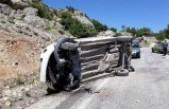 Çağlayancerit'de Trafik Kazası: 1 Ölü 2 Yaralı