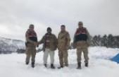 Karda Mahsur Kalan İki Kişi Kurtarıldı