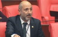 Öztunç'tan Havaalanı Sorununa Sakal Espirili Eleştiri!
