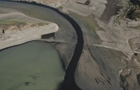 Siyah Akan Aksu Çayı Sır Barajını da Kirletiyor