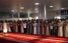 Suriyeliler ve Iraklılar Bayrama Hüzünlü Girdi