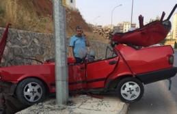 Elektrik Direğine Saplanan Otomobilden Sağ Çıktı