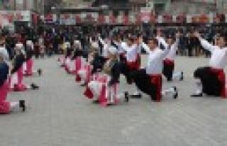 1.Ulusal Halk Oyunları Gösterileri Başladı