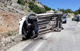 Çağlayancerit'de Trafik Kazası: 1 Ölü 2...