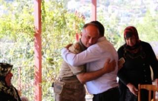 İl Jandarma Komutanı Öksüz'den Şehit Ailesine...