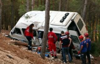 Minibüs Devrildi: 1 Ölü, 11 Yaralı