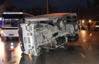 Elbistan'da Otomobil İle Kamyonet Çarpıştı:...
