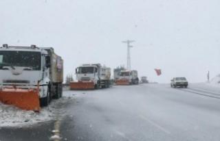 Büyükşehir'in Kar Mücadelesi Devam Ediyor