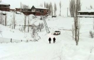 Göksun'da Kar Nedeniyle Elektrikler Kesildi