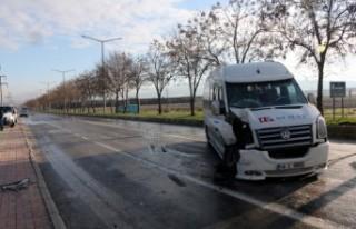 Öğrenci Servisiyle Otobüs Çarpıştı: 8 Yaralı