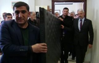 Başkan Eker Makam Odasının Kapısını Söktürdü