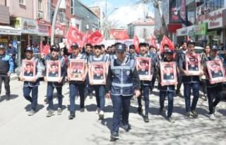 Öğrenciler, Polisler İçin Yürüdü