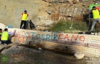 Çeşme Duvarını Gönüllüler Boyadı