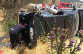 Otomobil Elektrik Direğine Çarptı: 3 Yaralı