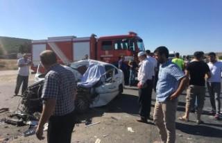 Kahramanmaraş'ta Kamyon İle Otomobil Çarpıştı:...
