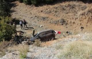 Otomobil Şarampole Uçtu: 1 Ölü, 2 Yaralı