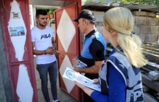 Polisten, Hırsızlıklara Karşı Broşürle Uyarı
