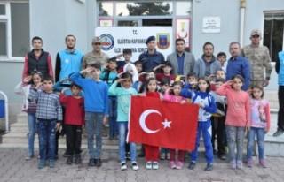 Suriyeli Öğrencilerden Barış Pınarı Harekatı'na...