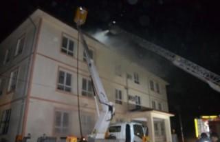 Andırın'da Okul Çatısında Çıkan Yangın Hasara...