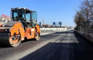 Büyükşehir Servis Yollarını Sıcak Asfaltla Kapladı