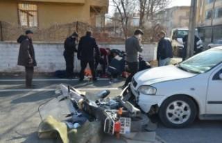 Elbistan'da Otomobille Motosiklet Çarpıştı
