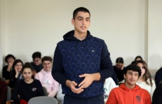 Sani Konukoğlu, Lise Son Sınıf Öğrencilere Tecrübelerini...