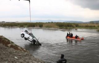 Polisten Kaçarken Suya Düşen Otomobilde Şüphelinin...