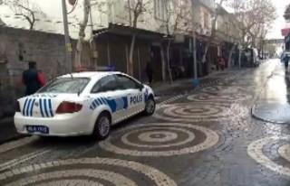 Polisten Suriyelilere Arapça 'Korona Virüs'...