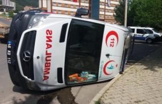 Ambulans İle Traktör Çarpıştı, Çok Sayıda...