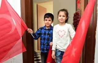 Dulkadiroğlu'nda da 23 Nisan'ın Coşkusu Balkonlara...