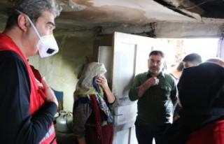 Kızılay'dan Yaşlı Kadına Yardım Eli