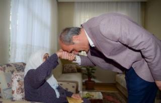 Başkan Okay; Başımızın Tacı Annelerimizin Günü...