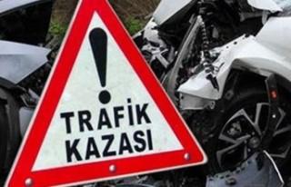 Elbistan'da Trafik Kazası, Otomobil Devrildi