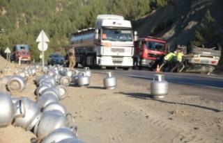 Kahramanmaraş'ta Tüp Yüklü Kamyonet Devrildi
