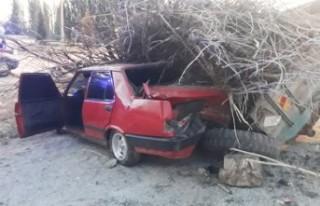 Kahramanmaraş'ta Otomobil Traktör Römorkuna...
