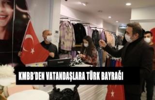 Büyükşehirden Vatandaşlara Türk Bayrağı