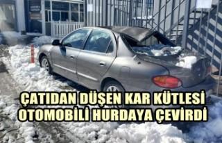 Çatıdan Düşen Kar Kütlesi Otomobili Hurdaya Çevirdi