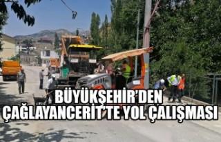 Büyükşehir'den Çağlayancerit'te Yol Çalışması